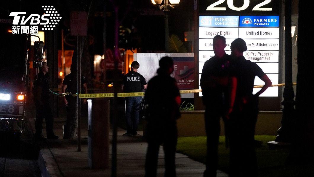 (圖/達志影像美聯社) 加州橘城4死槍擊案 母緊抱9歲兒仍難救愛子