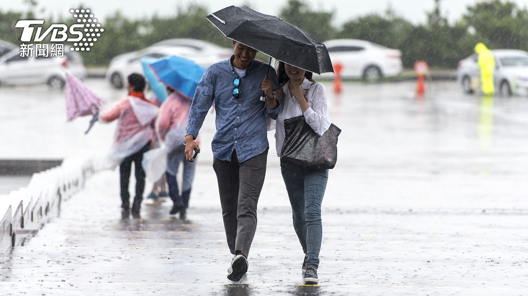 今日東北季風增強。(示意圖/shutterstock達志影像) 北台越晚越冷「高溫狂掉10度」 3地區變天轉雨