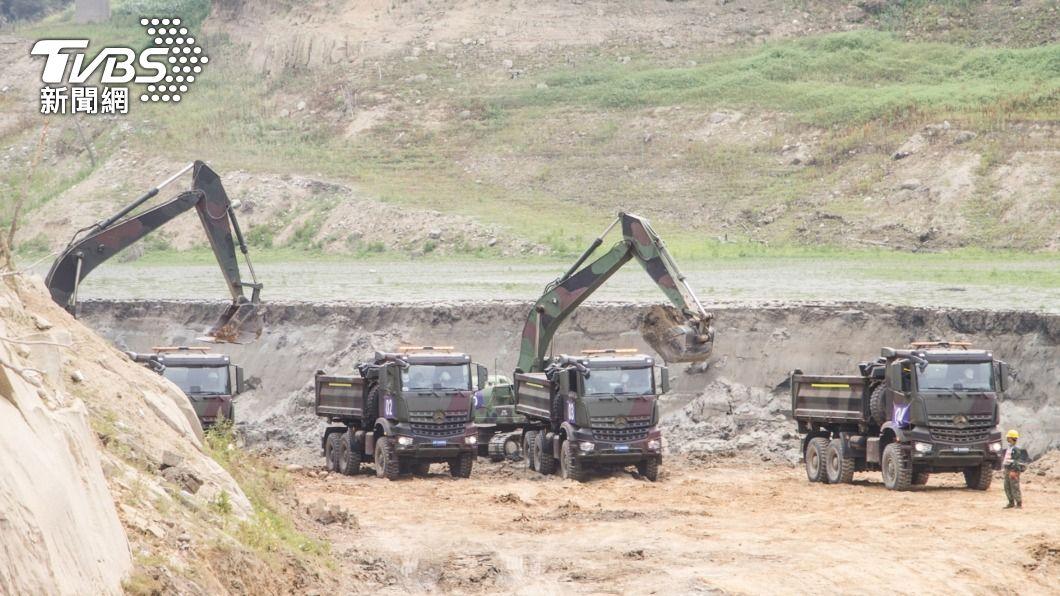 水利署加強水庫清淤。(圖/中央社) 中部50年來首次乾旱停水 水庫擴大清淤工程