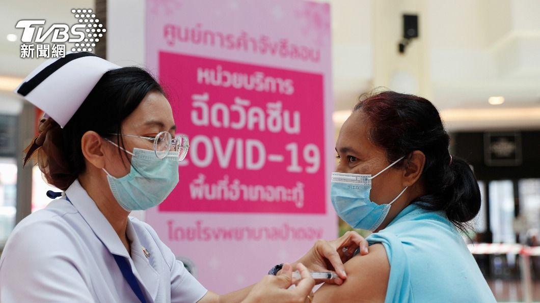 泰國政府擬採階段性接種者免隔離政策。(圖/達志影像路透社) 接種新冠疫苗者入境可免隔離 泰國擬採4階段實施