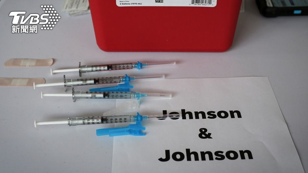 美政府將專心生產嬌生疫苗。(圖/達志影像路透社) 怕再搞混成分 出包美廠停產AZ專注生產嬌生疫苗