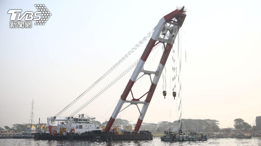 孟加拉首都達卡附近發生沉船事故,至少5人喪生。(圖/達志影像路透社) 孟加拉渡輪事故頻頻 又一船碰撞沉沒至少5死