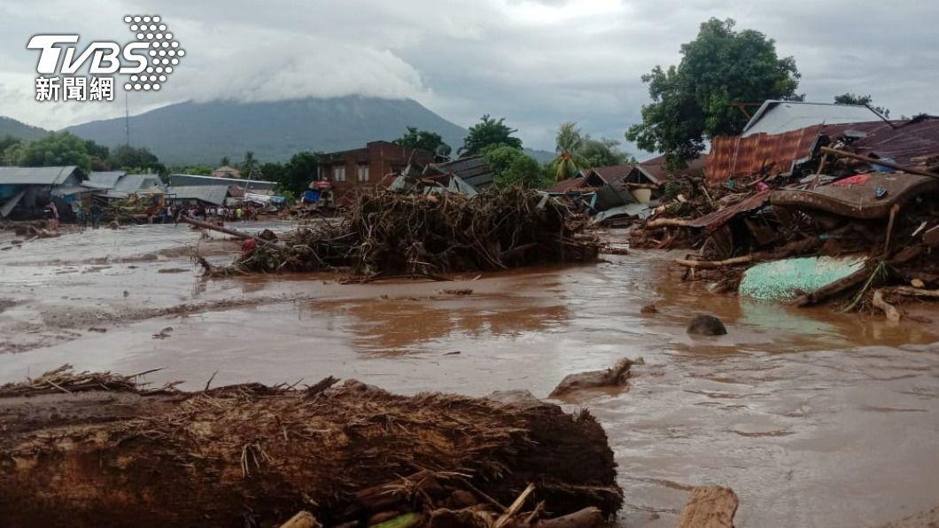 印尼和東帝汶發生山洪爆發和山崩災情,超過75人喪命。(圖/達志影像路透社) 印尼東帝汶遭洪災及山崩重創 已75人罹難