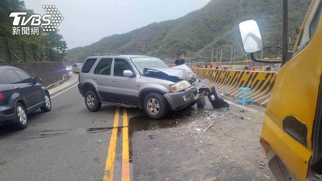台9線休旅撞工程車 2重傷緊急送醫