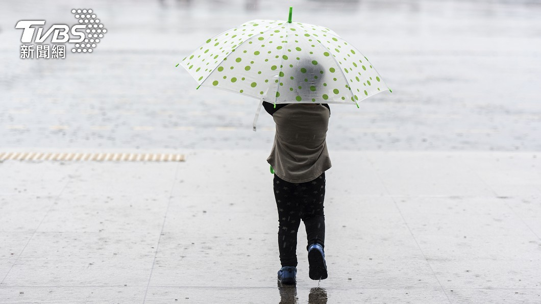 今日清晨各地天氣仍涼。(示意圖/shutterstock達志影像) 上班日迎好天氣!北東高溫回升2字頭 下波變天時間曝