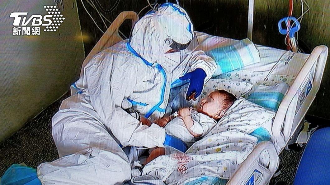 香港研究指出,幼童染疫後病毒量高,傳染性高,易成為社區的病毒隱形傳播者。(圖/達志影像路透社) 香港研究:嬰幼兒可能成冠狀病毒疾病隱形傳播者