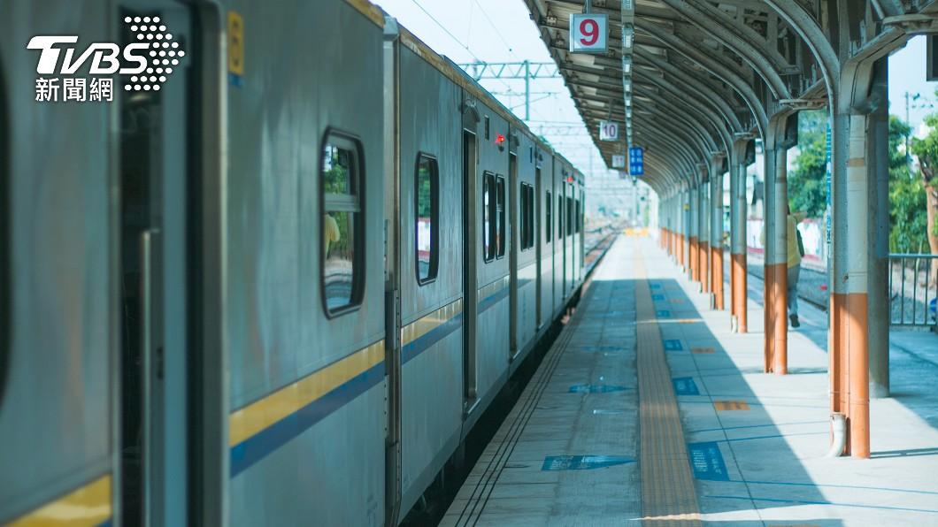 常有人說「台灣最美麗的風景是人」。(示意圖/shutterstock達志影像) 人妻搭火車求換位 暖男聽苦衷秒答應「車頭走到車尾」
