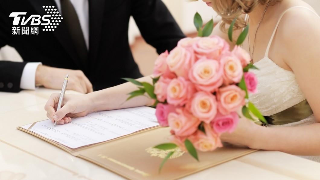 許多人憧憬婚姻生活。(示意圖/shutterstock達志影像) 討聘金、黃金還不夠 50K男恐付百萬娶妻:賣女兒?