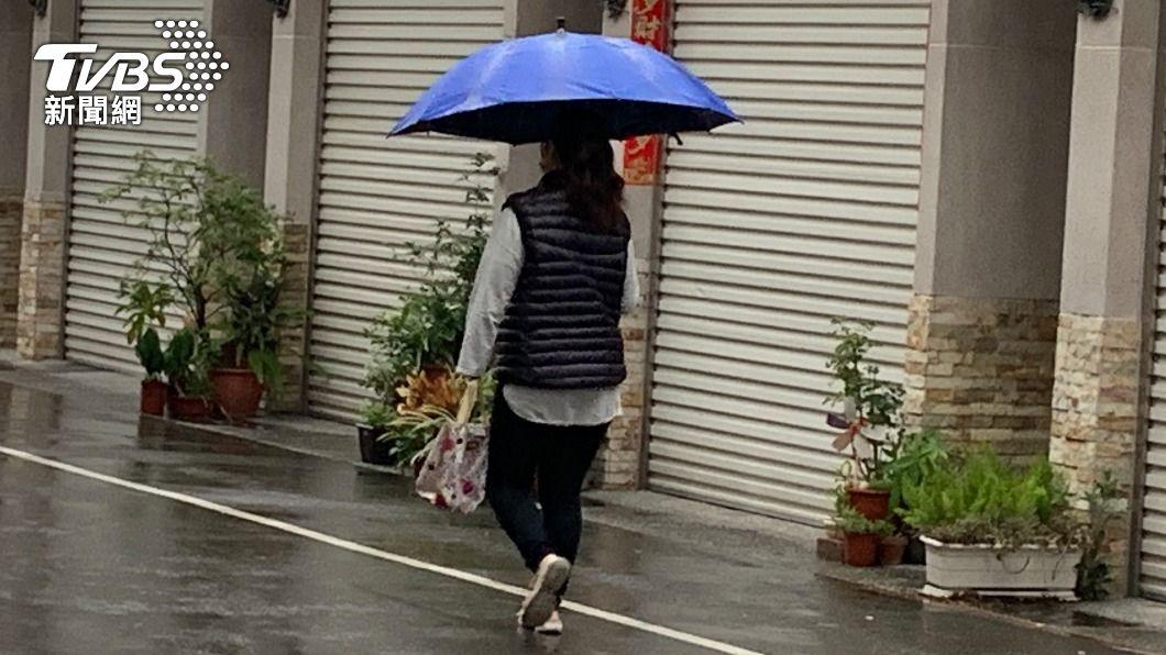 今(7)日下午受鋒面影響,北部、東半部及中南部山區有局部短暫雨。(圖/中央社) 各地多雲時晴!鋒面明下午報到 北部、東半部轉有雨