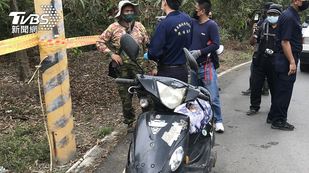 警方在一處樹林找到身亡的杜女。(圖/中央社) 屏東婦參加喪禮後離奇失蹤 7天尋獲「倒樹林死亡」