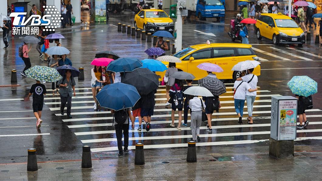 颱風最快明生成!挾雨降10度濕冷到週末