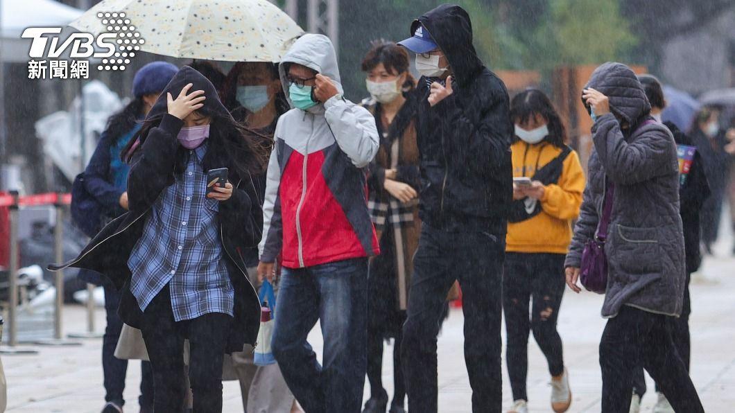 (圖/中央社) 午後鋒面報到轉濕涼「北部連雨3天」 4月颱待觀察