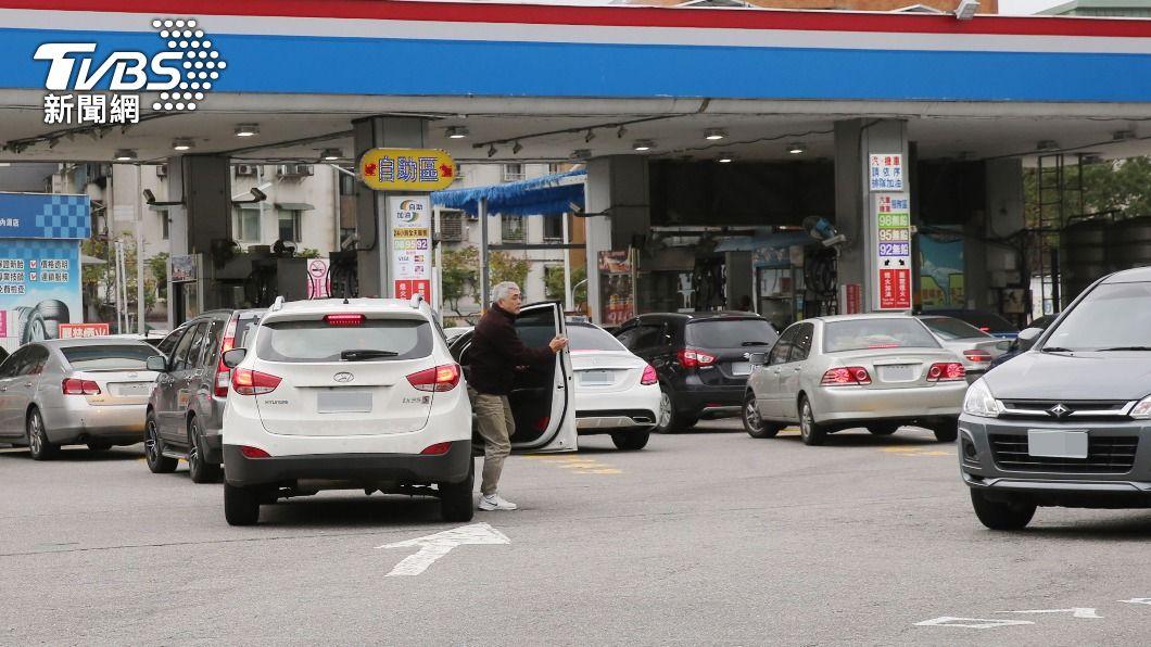 (圖/中央社) 汽油價格下週估降0.3元 柴油漲0.2元