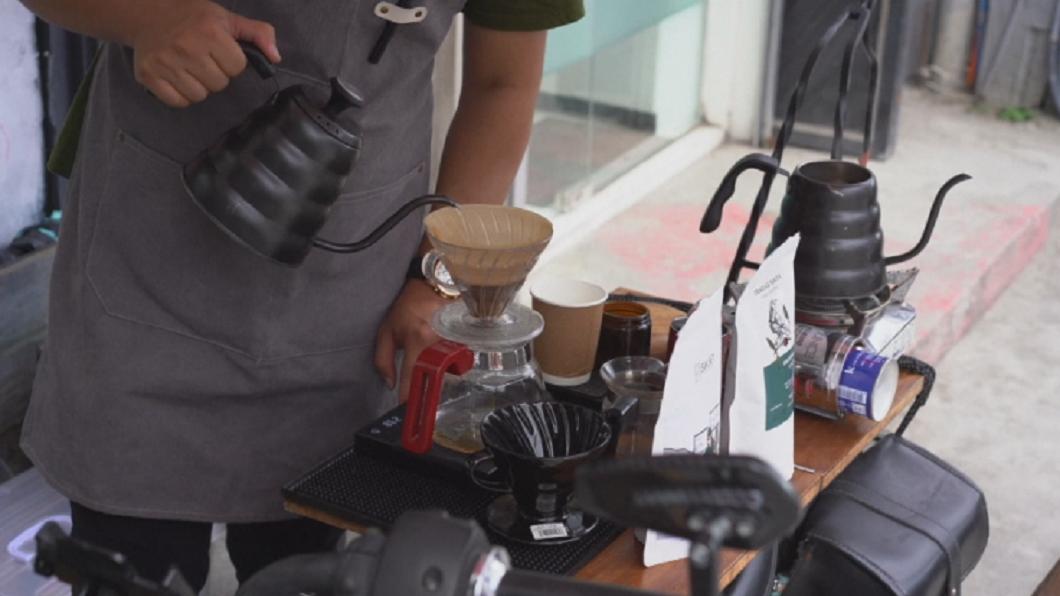 捨棄即溶咖啡 菲律賓人愛上手沖咖啡喝原味