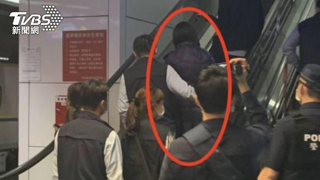 圖/TVBS 快訊/恐嚇總統安全 女嫌在普悠瑪列車上遭逮