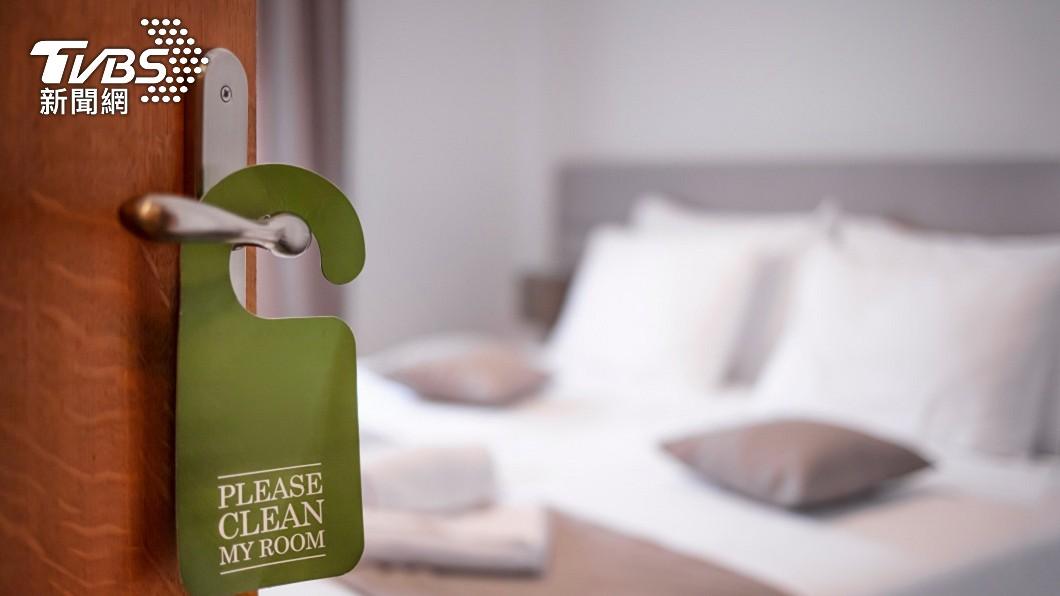 有網友日前訂了某飯店的一間四人家庭房型。(示意圖/shutterstock 達志影像) 訂四人房1晚198元 飯店稱少打「1個0」求取消