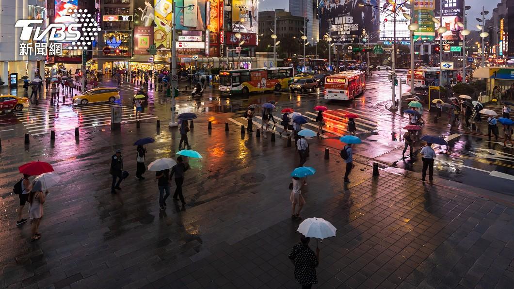 鋒面挾雨今晚開始冷4天 颱風最快明形成