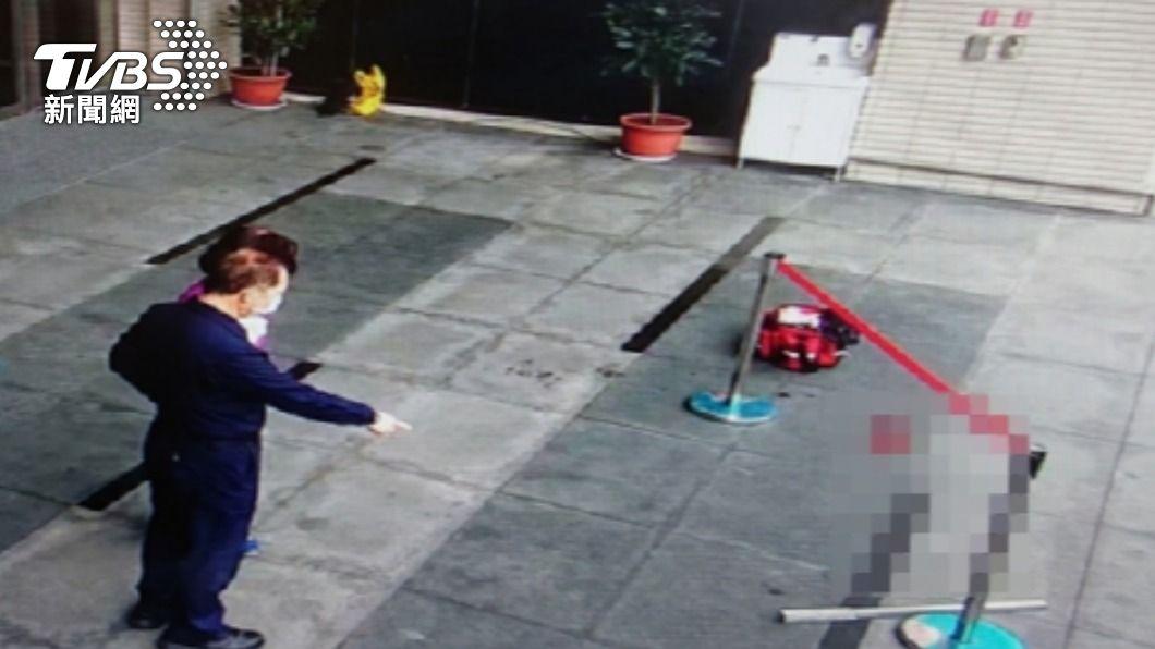 士檢開庭女遭攻擊 男持棍棒毆。(圖/TVBS) 驚悚!士檢開庭女遭攻擊 男持棍棒毆打