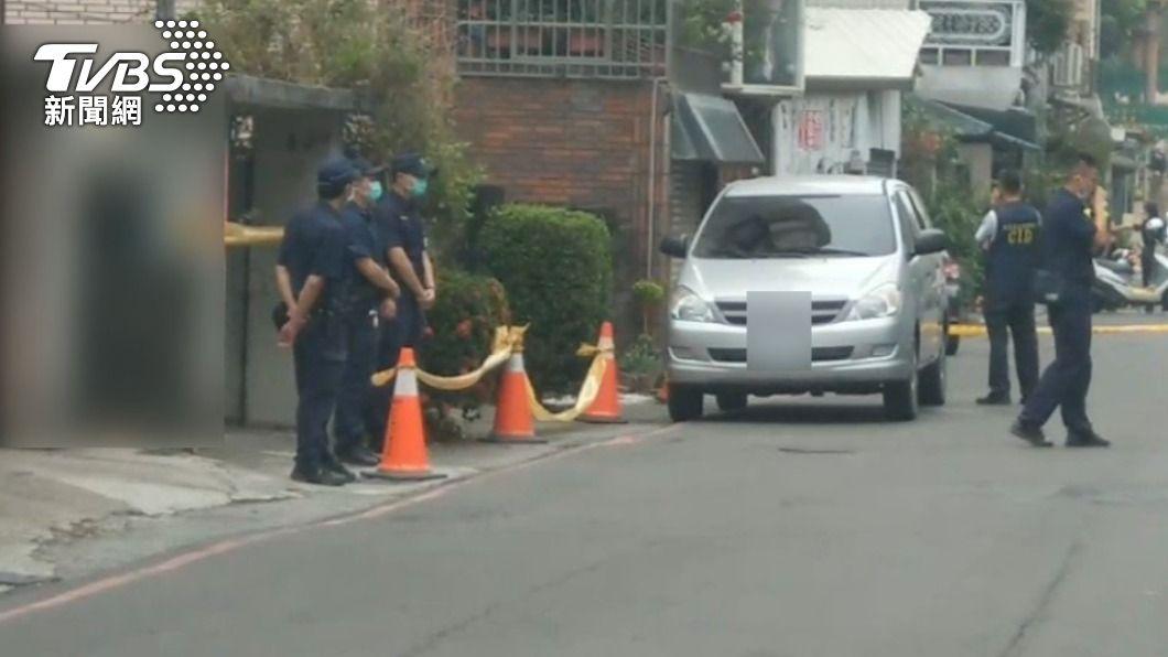警方在現場拉起封鎖線。(圖/TVBS) 屏東女遇「假車禍設局」遭擄殺陳屍民宅 嫌犯落網