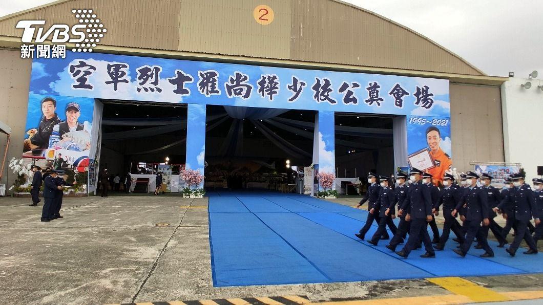 F-5E飛官羅尚樺10日上午舉行公祭,將追晉為空軍少校。(圖/中央社) F-5E飛官羅尚樺上午公祭 追晉空軍少校