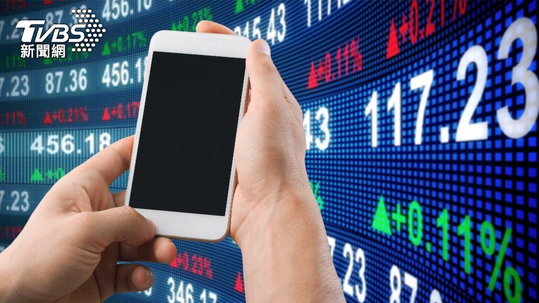 新世代投資人挟帶網路社群力,逐漸改變全球股市結構。(示意圖/shutterstock達志影像) 90後網路原生族群改變全球股市 「社群力」驚奇翻轉