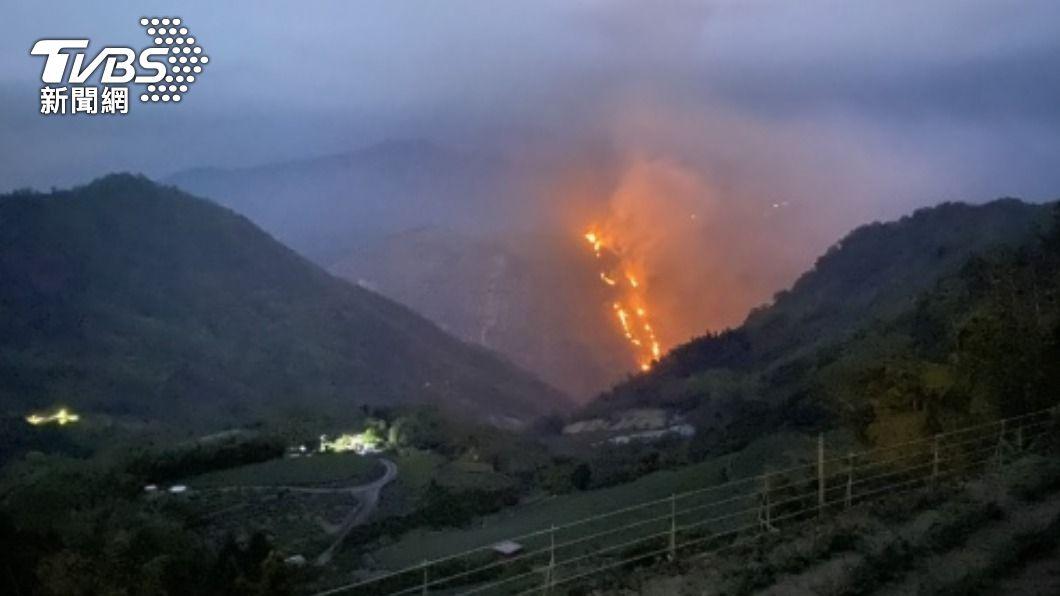 嘉義縣火燒山 林管處:集結人力明早撲救