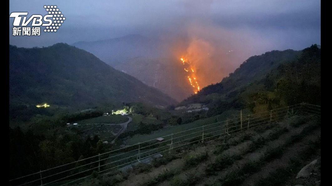 阿里山又森林大火!遠方出現「一條火龍」