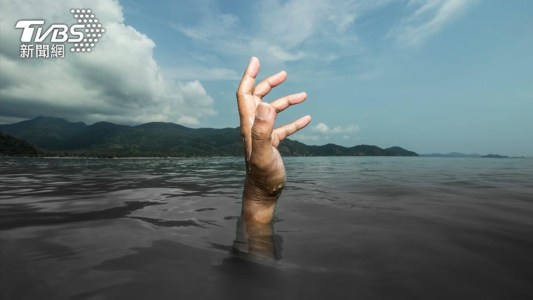一名好心男子為救溺水男童不幸滅頂。(非當事人,示意圖/shutterstock 達志影像) 慟!日男下水「為救童反溺斃」 遺體撈上岸