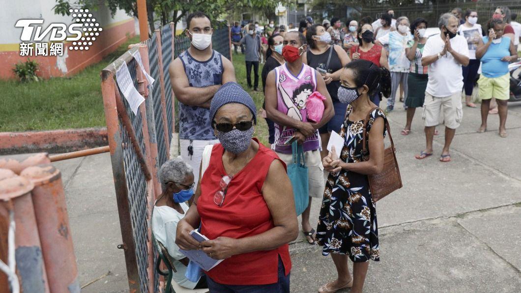 巴西目前累計逾35萬3000人染疫喪命,於世界各國排名第2。(圖/達志影像路透社) 巴西單日新增近千人病亡 總計逾35萬人喪命居全球第二