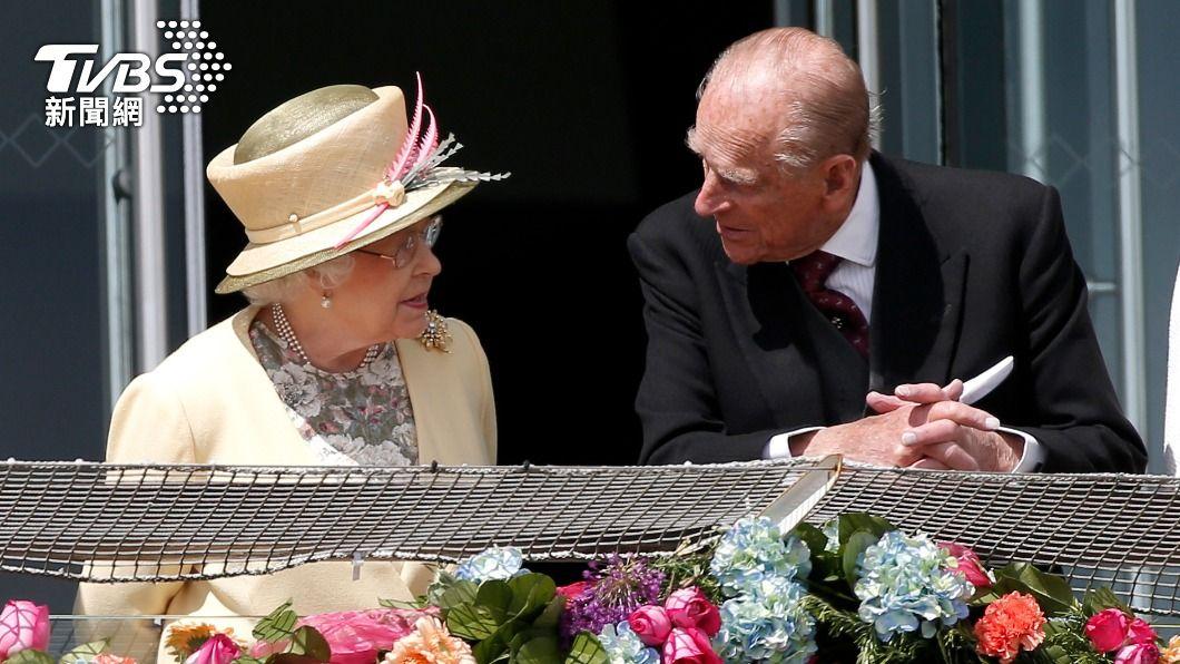 英國女王伊麗莎白二世與夫婿菲立普親王。(圖/達志影像路透社) 牽手73載!菲立普親王辭世 英女王生命出現巨大空洞