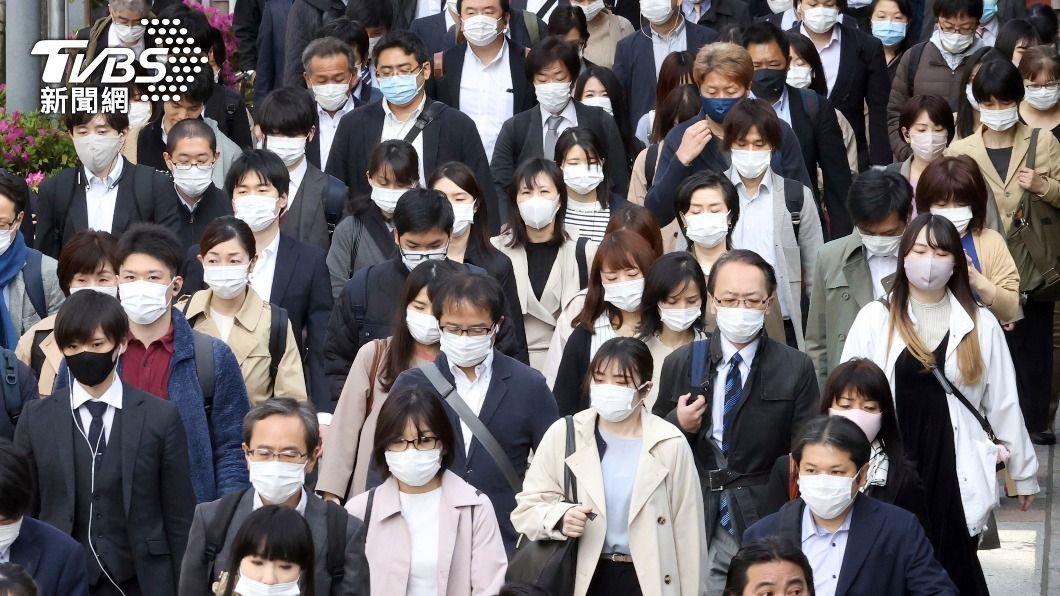 (圖/達志影像美聯社) 東京防疫重點措施上路 首日電車擁擠與平日無異