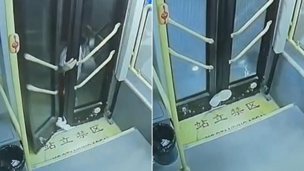 女學生遭公車門夾住腳沿路拖行。(合成圖/翻攝自中國新聞網) 公車火速關門夾腳踝! 陸學生沿路哀嚎「拖行半分鐘」