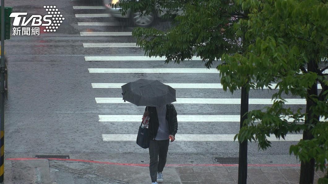 鋒面襲來全台有雨。(示意圖/shutterstock 達志影像) 鋒面來襲!好天氣剩一天 專家揭「降雨熱區」解旱關鍵曝
