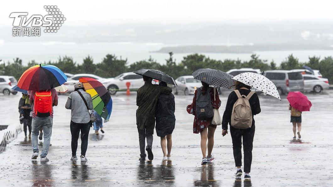 明日華南雲雨帶通過台灣,全台雲量增多,降雨機率提高。(示意圖/Shutterstock達志影像) 春雨明報到降雨熱區曝 一圖看懂7水庫「近5日雨量」