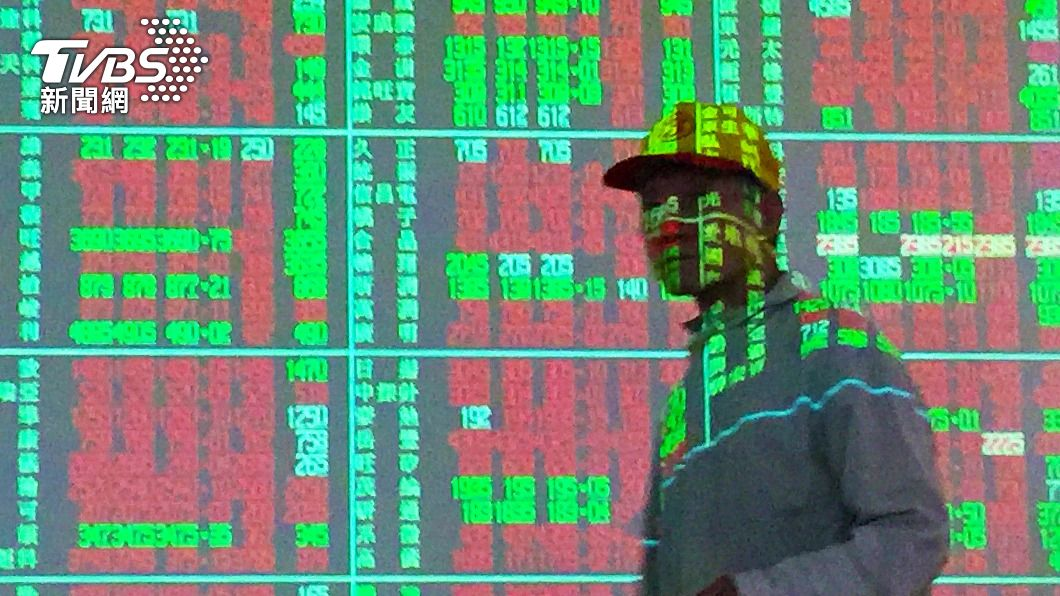 (圖/中央社) 美科技股走揚 台股早盤突破16900大關上漲百點