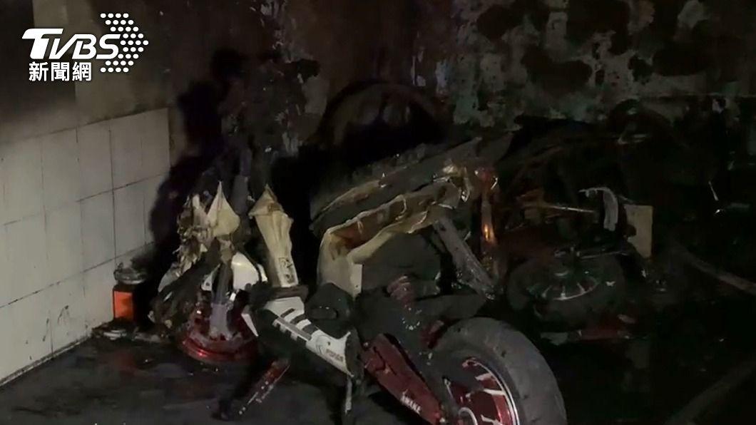 移工電動車充電起火,現場一片焦黑。(圖/TVBS) 台中龍井電動車充電起火 移工1跳樓逃生4送醫