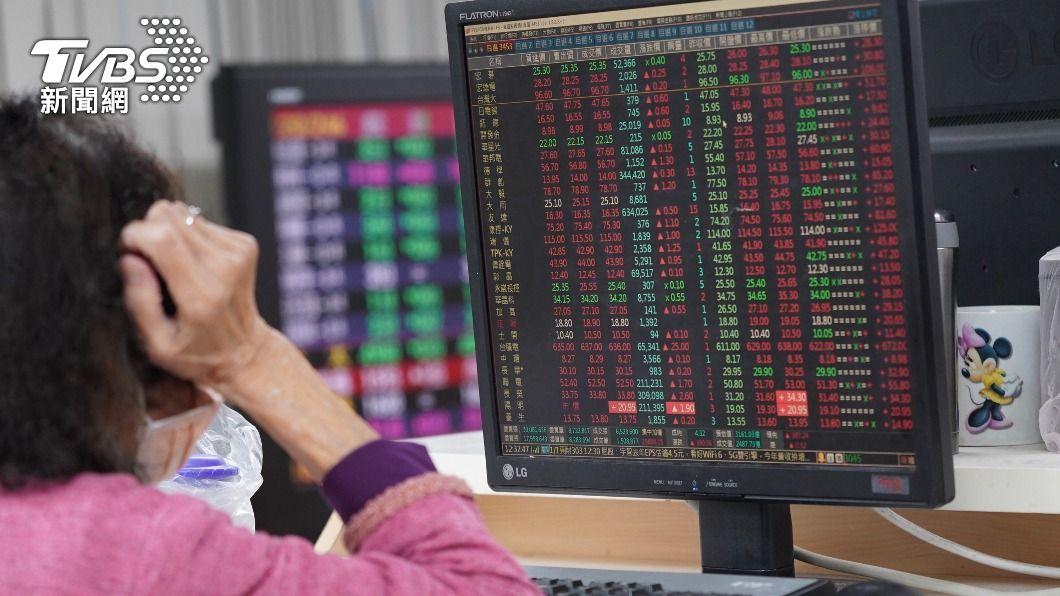 (圖/中央社) 台股爆4838.34億元新天量 劇烈震盪收漲41點