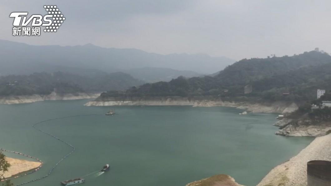 曾文水庫蓄水量降低。(圖/TVBS) 水情拉警報!台南3大水庫蓄水 僅能再撐100天