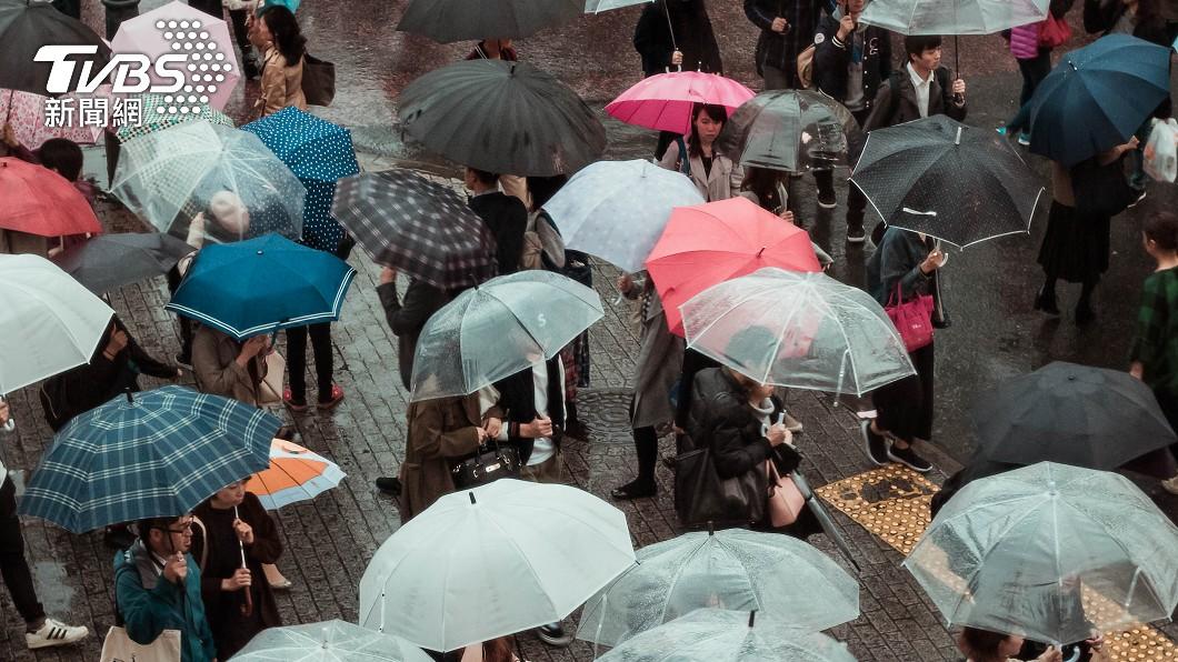 今年第2號颱風「舒力基」14日凌晨生成。(示意圖/shutterstock達志影像) 2波東北季風接力襲台 舒力基龜速移動「恐達強颱」