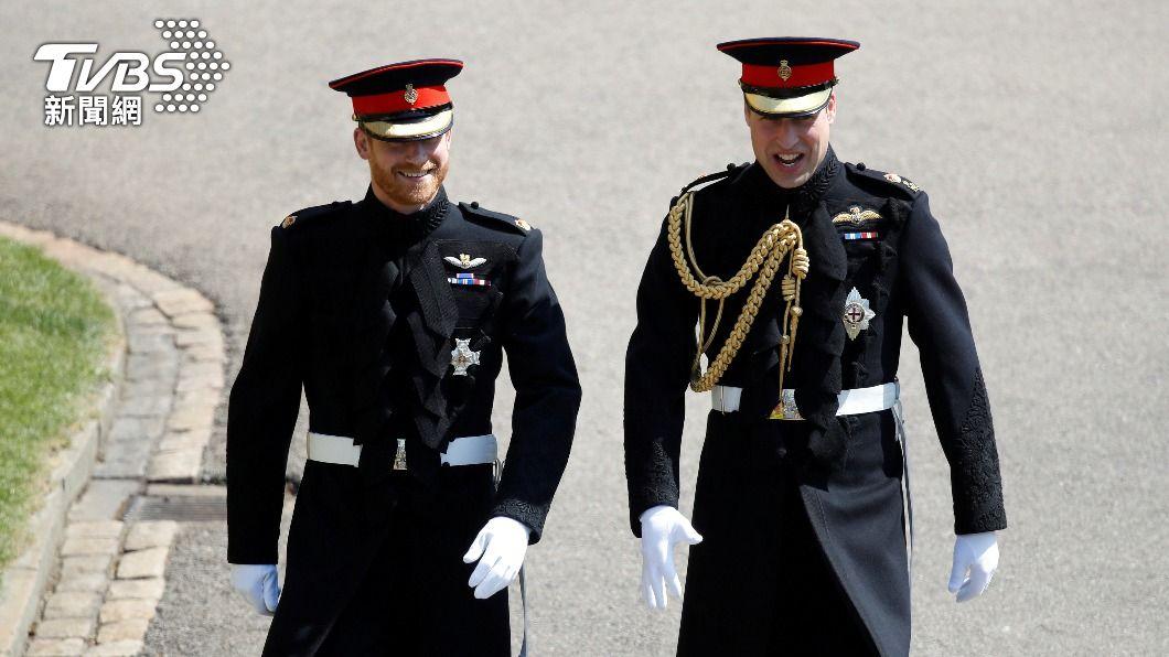 圖為哈利王子在婚禮時與哥哥威廉王子並肩走進會場。(圖/達志影像路透社) 兄弟情難復? 英王室:威廉哈利在祖父葬禮上不並肩