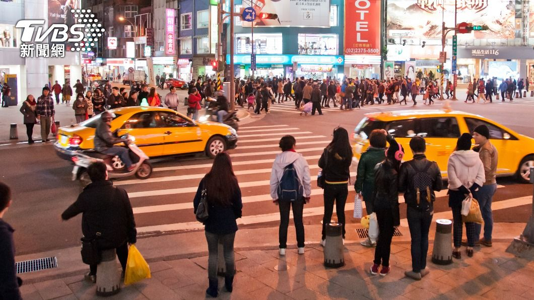 一名外國實況主拍下台灣馬路日常,引發國外網友熱議。(示意圖/Shutterstock達志影像) 台灣馬路日常「惹怒老外」登熱搜 網臉垮:丟臉到國外