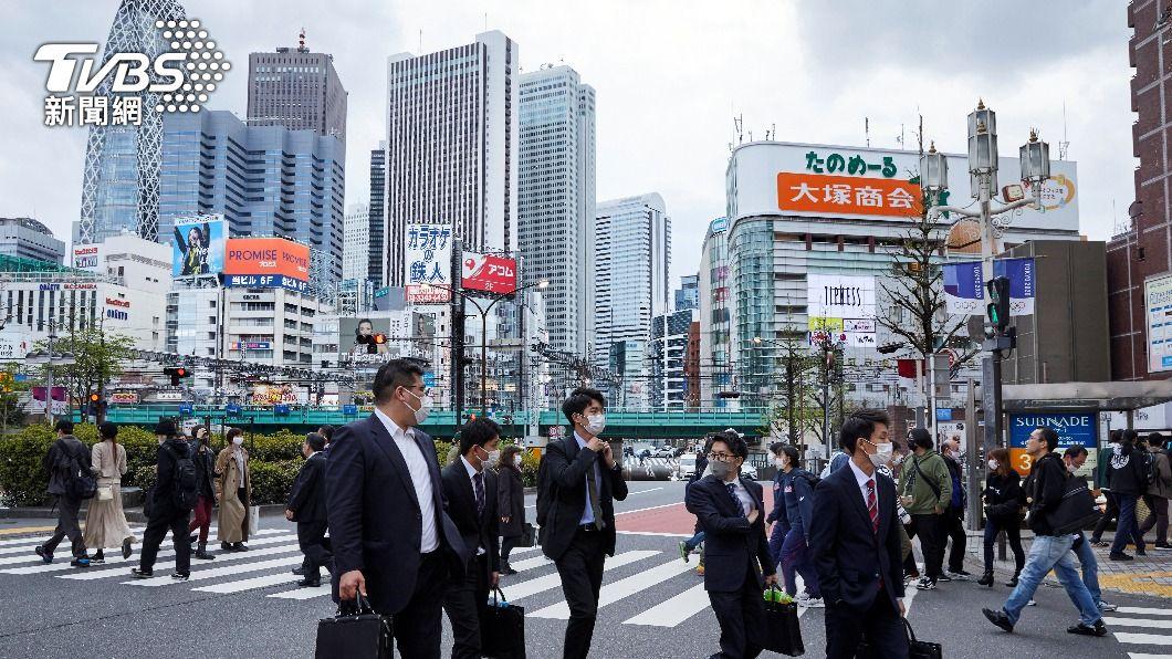 日本大阪疫情持續升溫。(圖/達志影像路透社) 全球新冠病歿逾299萬人 大阪連續4天確診破千
