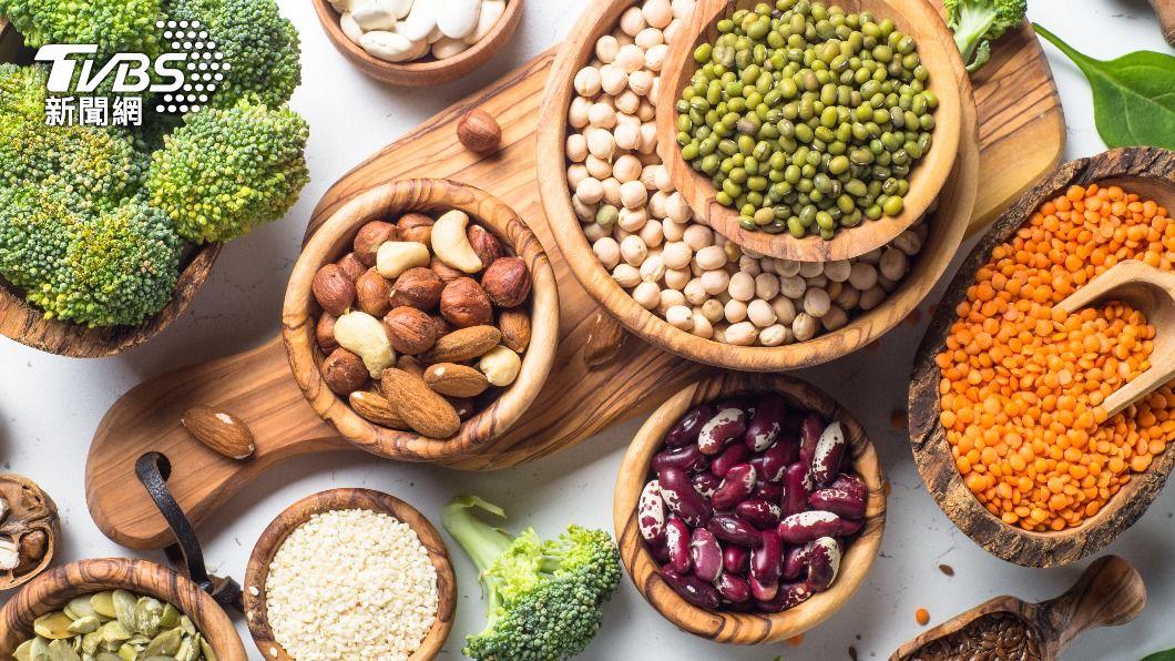 宋明樺營養師建議三餐中可選擇一餐,以豆類為蛋白質攝取的主要來源。(示意圖/shutterstock達志影像) 3種豆類養出好身材 選對豆製品戰勝肥胖又增肌