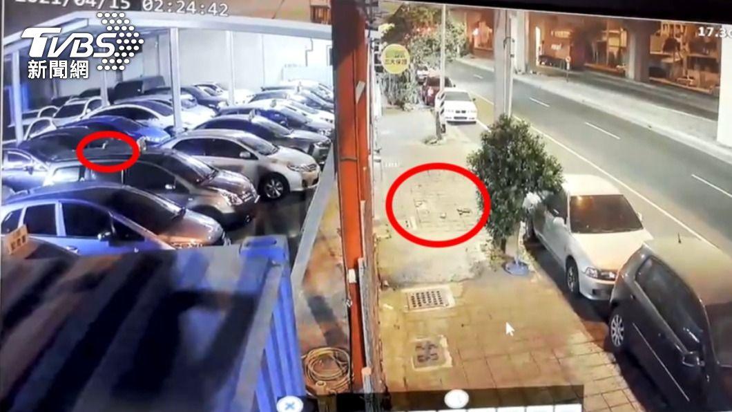 15日凌晨高雄仁武區一間二手車行,無故遭大量磚頭砸。(圖/TVBS) 可怕!暗夜降「磚頭雨」砸毀多輛車 業者祭5萬獎金揪兇