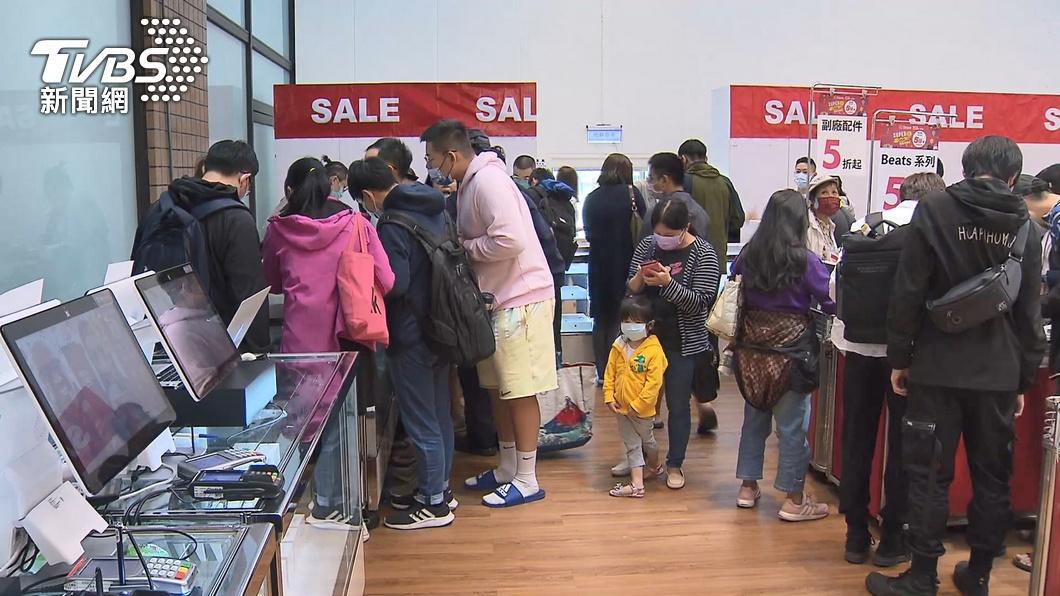 零售業首季營業額有望破1兆元。(圖/TVBS) 邊境管制讓消費留在台灣 零售業首季營業額可望破兆