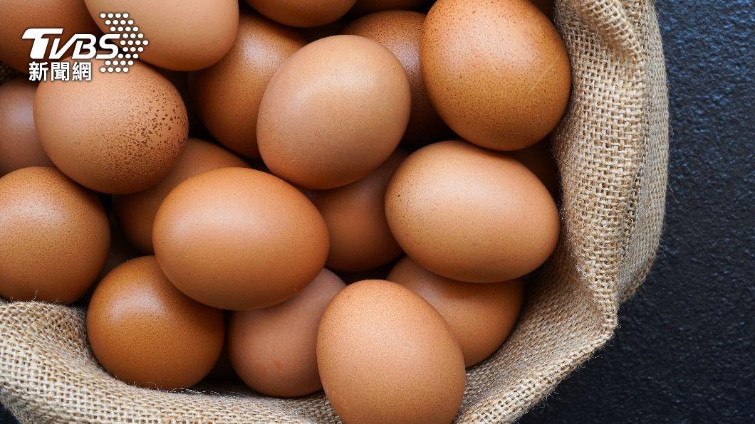 男子因一次吃太多雞蛋而身亡。(示意圖/shutterstock達志影像) 為758元賭50顆蛋 印男「吞到42顆」倒地弊命