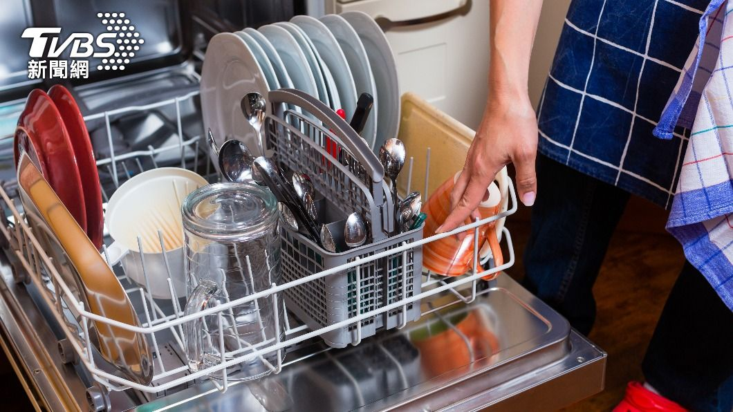 一名男子遇上車禍,精算壽命向對方求償近2千萬,其中還包括31台洗碗機。(示意圖/Shutterstock達志影像) 男車禍「精算討千萬」洗碗機也入列 法官打臉:非中樂透