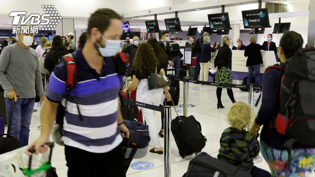 (圖/達志影像美聯社) 澳洲、紐西蘭免隔離旅行上路 機場湧進大批旅客