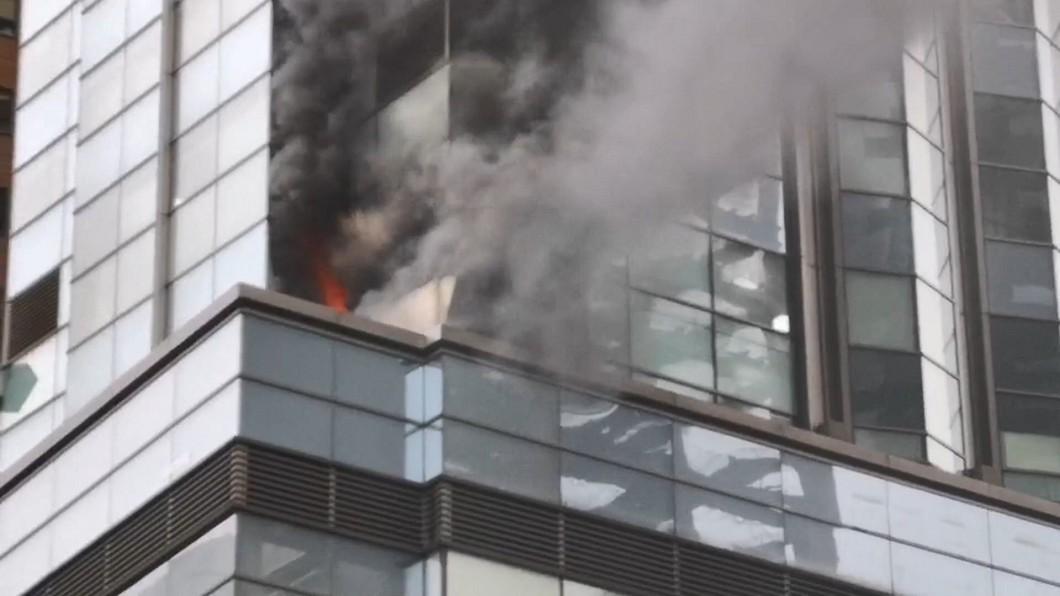君品酒店火警!火舌、黑煙竄出 3百人驚恐逃生