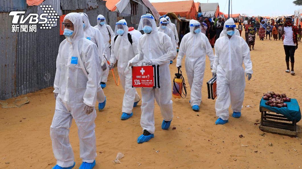 全球累計至少302萬765人染疫死亡,至少1億4129萬1720例確診。(圖/達志影像路透社) 全球逾302萬人染疫病歿 印度首都實施長達一週封城